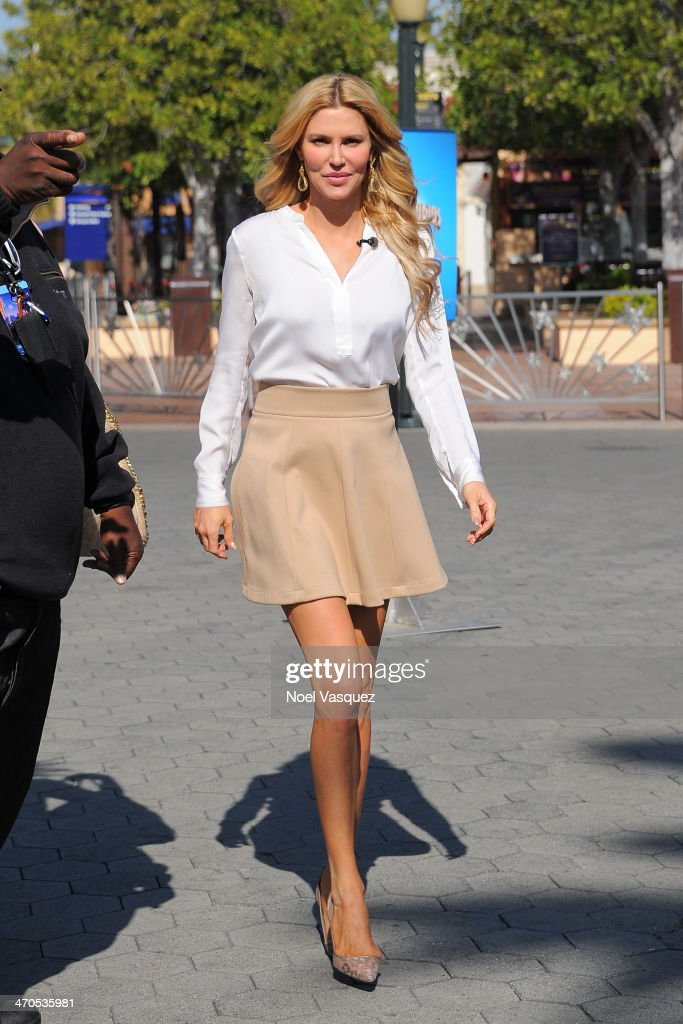 <a gi-track='captionPersonalityLinkClicked' href=/galleries/search?phrase=Brandi+Glanville&family=editorial&specificpeople=841250 ng-click='$event.stopPropagation()'>Brandi Glanville</a> visits 'Extra' at Universal Studios Hollywood on February 19, 2014 in Universal City, California.