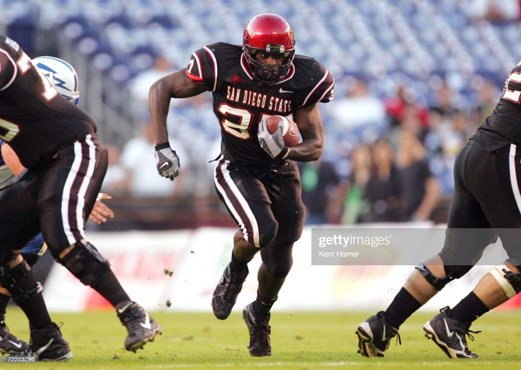 Brandon Bornes #37 of the San Diego State Aztecs runs with the ball during the game against the Air Force Falcons on October 21, 2006 at Qualcomm Stadium in San Diego, California. San Diego State won 19-12.