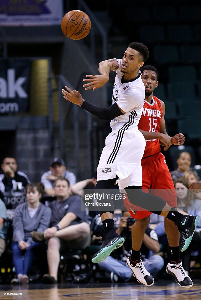 Brandon Fields of the Austin Spurs passes the ball against Darius Morris of the Rio Grande Valley Vipers at the Cedar Park Center on April 7 2016 in...