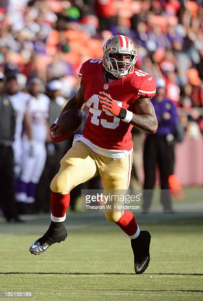 Brandon Jacobs of the San Francisco 49ers rushes for a twenty two yard gain against the Minnesota Vikings in the first quarter during an NFL...