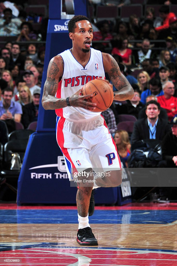 Brandon Jennings #7 of the Detroit Pistons dribbles the ball against the Chicago Bulls on November 27, 2013 at The Palace of Auburn Hills in Auburn Hills, Michigan.