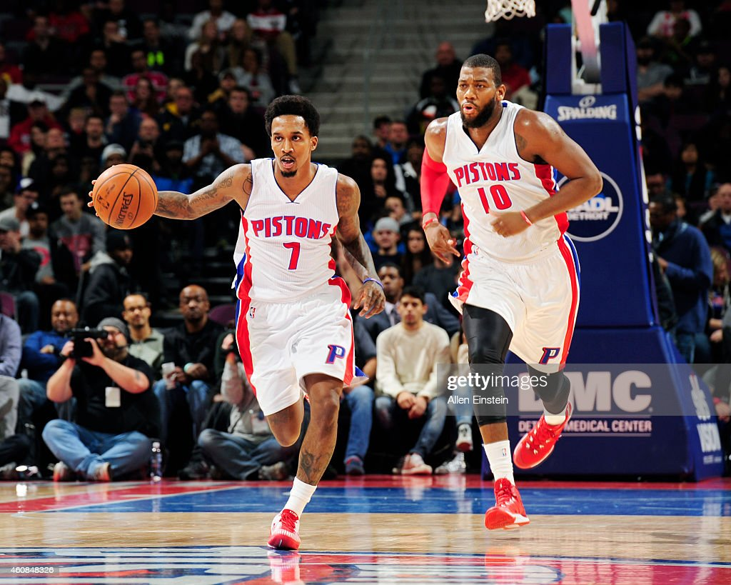 <a gi-track='captionPersonalityLinkClicked' href=/galleries/search?phrase=Brandon+Jennings+-+Jogador+de+basquete&family=editorial&specificpeople=6022589 ng-click='$event.stopPropagation()'>Brandon Jennings</a> #7 of the Detroit Pistons drives down the court against the Indiana Pacers during the game on December 26, 2014 at The Palace of Auburn Hills in Auburn Hills, Michigan.