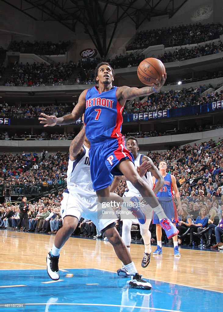 <a gi-track='captionPersonalityLinkClicked' href=/galleries/search?phrase=Brandon+Jennings+-+Jogador+de+basquete&family=editorial&specificpeople=6022589 ng-click='$event.stopPropagation()'>Brandon Jennings</a> #7 of the Detroit Pistons goes in for the layup against the Dallas Mavericks on January 7, 2015 at the American Airlines Center in Dallas, Texas.