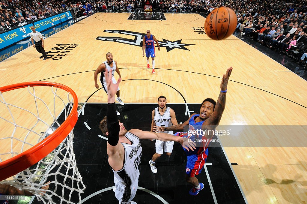 <a gi-track='captionPersonalityLinkClicked' href=/galleries/search?phrase=Brandon+Jennings+-+Jogador+de+basquete&family=editorial&specificpeople=6022589 ng-click='$event.stopPropagation()'>Brandon Jennings</a> #7 of the Detroit Pistons goes up for a shot against the San Antonio Spurs at the AT&T Center on January 6, 2015 in San Antonio, Texas.