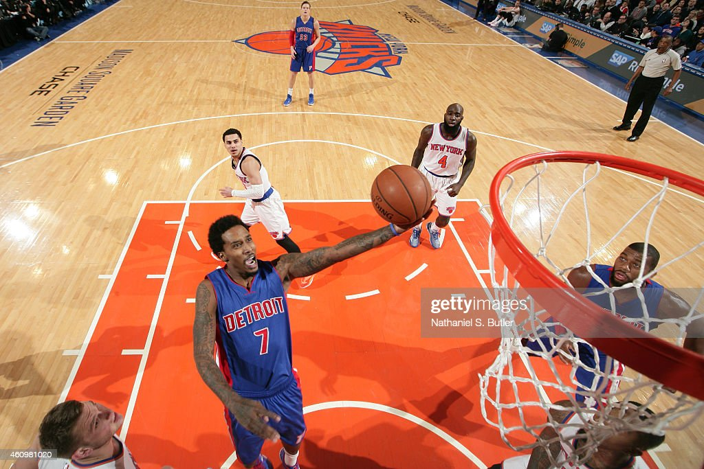 <a gi-track='captionPersonalityLinkClicked' href=/galleries/search?phrase=Brandon+Jennings+-+Jogador+de+basquete&family=editorial&specificpeople=6022589 ng-click='$event.stopPropagation()'>Brandon Jennings</a> #7 of the Detroit Pistons shoots the ball against the New York Knicks during the game on January 2, 2015 at Madison Square Garden in New York City, New York.