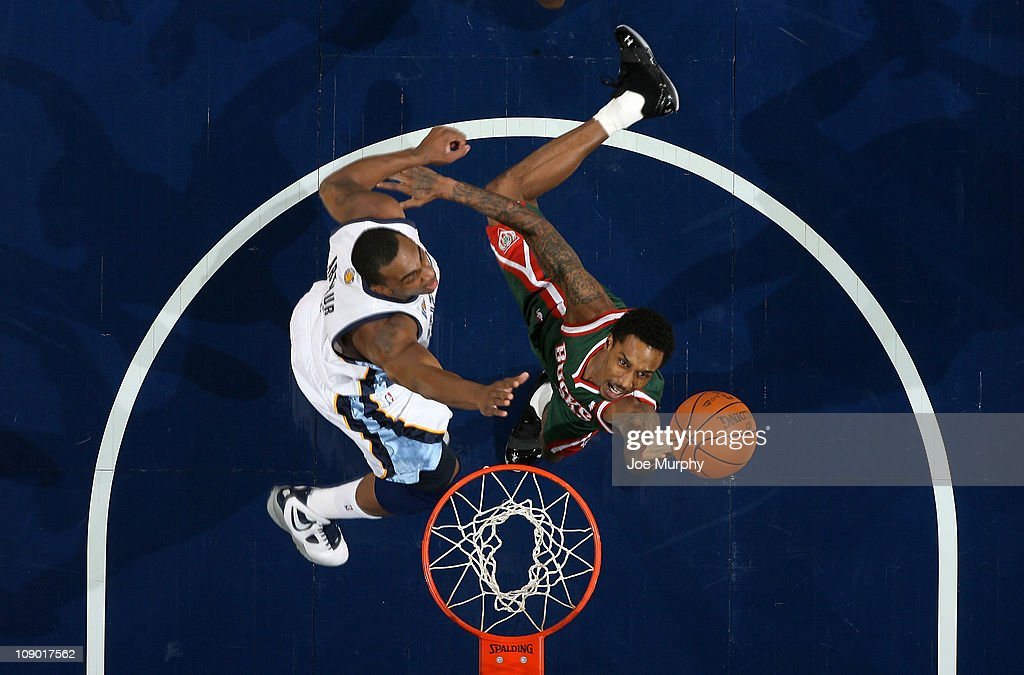 Brandon Jennings #3 of the Milwaukee Bucks shoots against <a gi-track='captionPersonalityLinkClicked' href=/galleries/search?phrase=Darrell+Arthur&family=editorial&specificpeople=4102032 ng-click='$event.stopPropagation()'>Darrell Arthur</a> #00 of the Memphis Grizzlies on February 11, 2011 at FedExForum in Memphis, Tennessee.