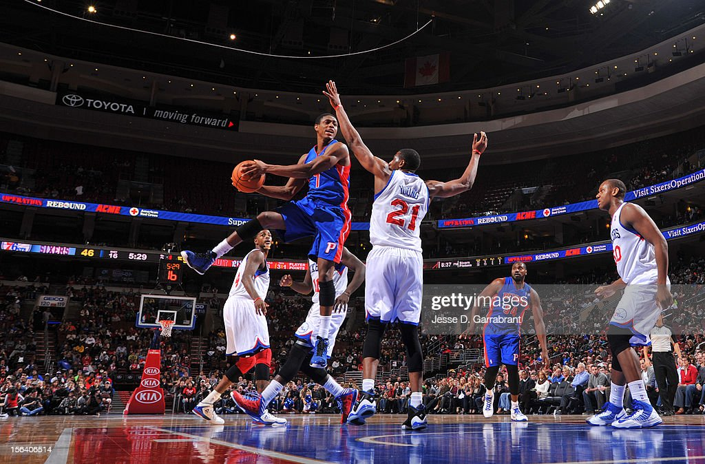 Brandon Knight #7 of the Detroit Pistons goes to the basket during the game between Detroit Pistons and the Philadelphia 76ers at the Wells Fargo Center on November 14, 2012 in Philadelphia, Pennsylvania.
