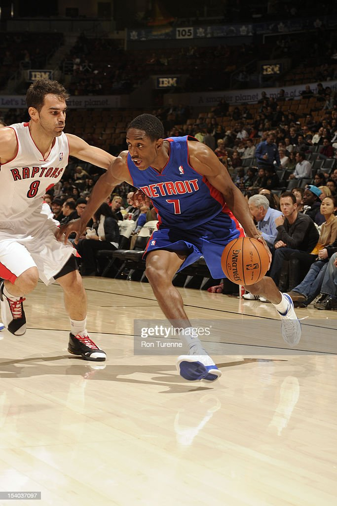 Brandon Knight #7 of the Detroit Pistons handles the ball against <a gi-track='captionPersonalityLinkClicked' href=/galleries/search?phrase=Jose+Calderon&family=editorial&specificpeople=548297 ng-click='$event.stopPropagation()'>Jose Calderon</a> #8 of the Toronto Raptors on October 12, 2012 at the Air Canada Centre in Toronto, Ontario, Canada.