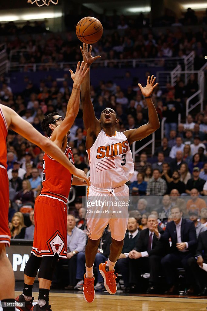 Brandon Knight #3 of the Phoenix Suns attempts a shot over Kirk Hinrich #12 of the Chicago Bulls during the first half of the NBA game at Talking Stick Resort Arena on November 18, 2015 in Phoenix, Arizona.