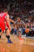 Brandon Knight of the Phoenix Suns handles the ball against the Los Angeles Clippers on November 12 2015 at Talking Stick Resort Arena in Phoenix...
