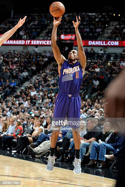 Brandon Knight of the Phoenix Suns shoots the ball during the game against the San Antonio Spurs on December 28 2016 at the ATT Center in San Antonio...