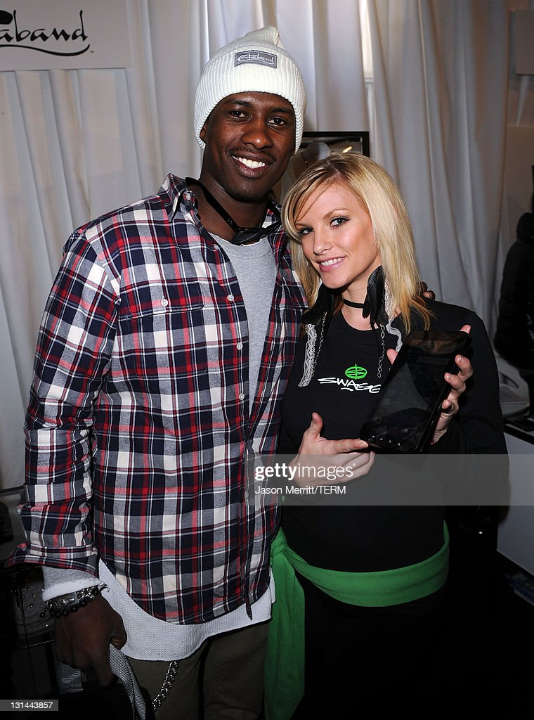 <a gi-track='captionPersonalityLinkClicked' href=/galleries/search?phrase=Brandon+Lloyd&family=editorial&specificpeople=206502 ng-click='$event.stopPropagation()'>Brandon Lloyd</a> at The Samsung Galaxy Tab Lift on January 21, 2011 in Park City, Utah.