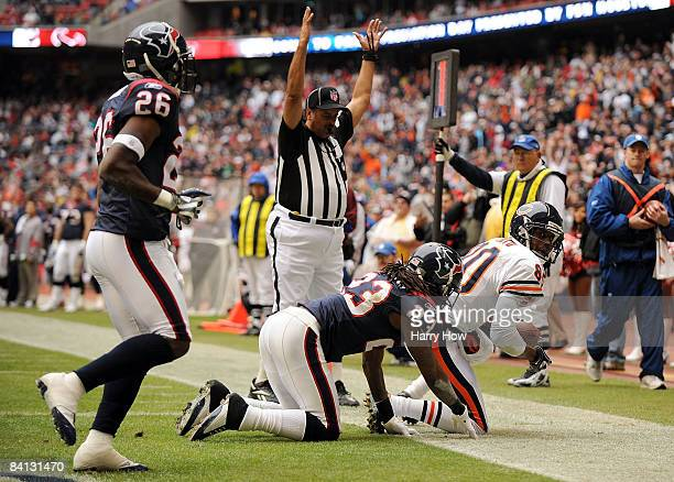 Brandon Lloyd of the Chicago Bears makes a catch for a touchdown in front of Dunta Robinson and Eugene Wilson of the Houston Texans during the first...