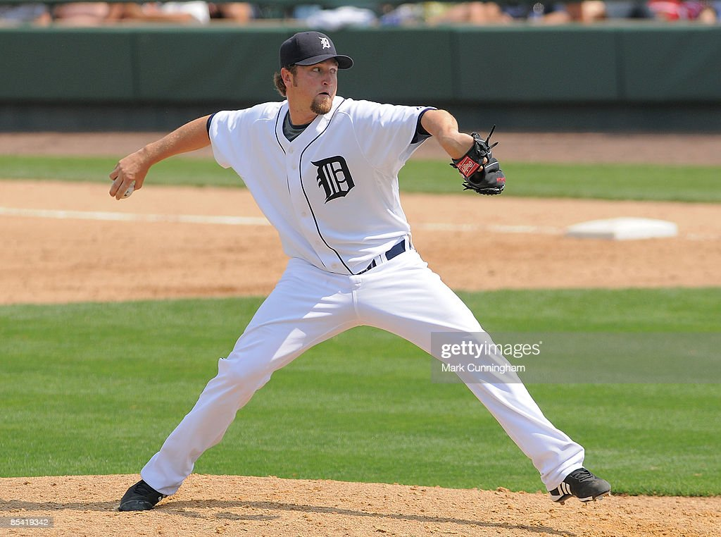 Brandon Lyon of the Detroit Tigers pitches against the New York Mets during the spring training game at Joker Marchant Stadium on March 13 2009 in...