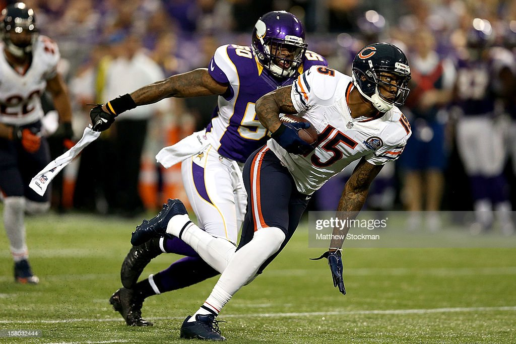 Brandon Marshall #15 of the Chicago Bears carries the ball after making a reception against the Minnesota Vikings at Mall of America Field on December 9, 2012 in Minneapolis, Minnesota.