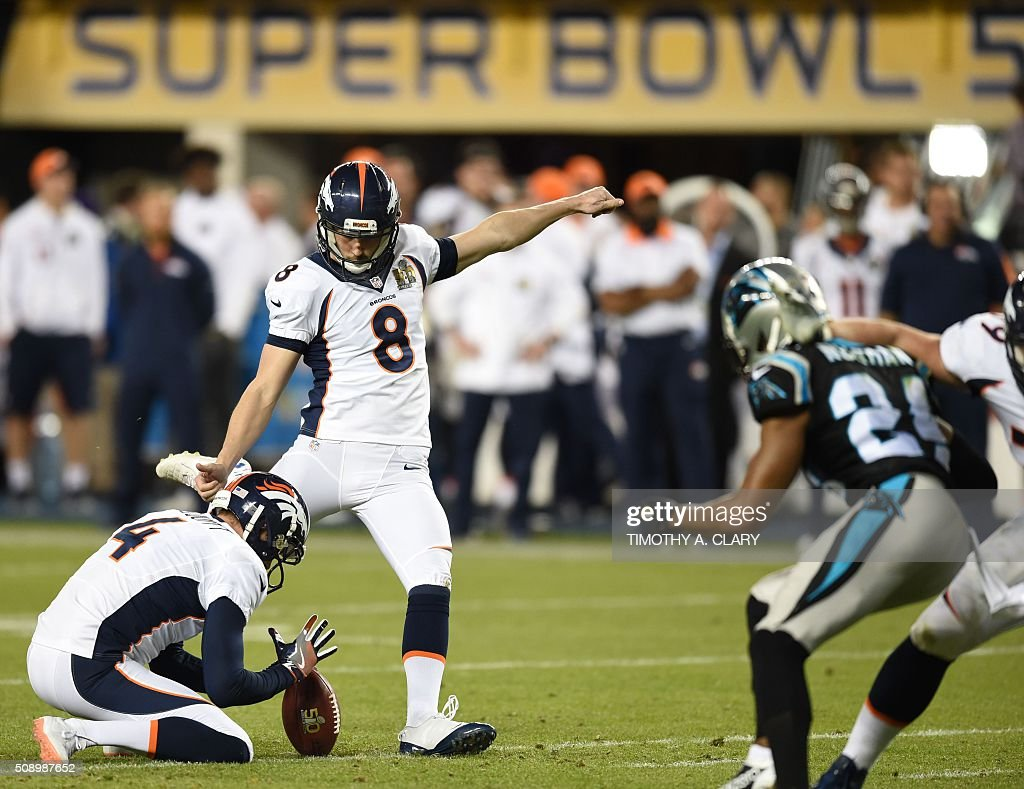 Brandon McManus (#8) of the Denver Broncos attempts a field goal during Super Bowl 50 against the Carolina Panthers at Levi's Stadium in Santa Clara, California February 7, 2016. / AFP / TIMOTHY A. CLARY