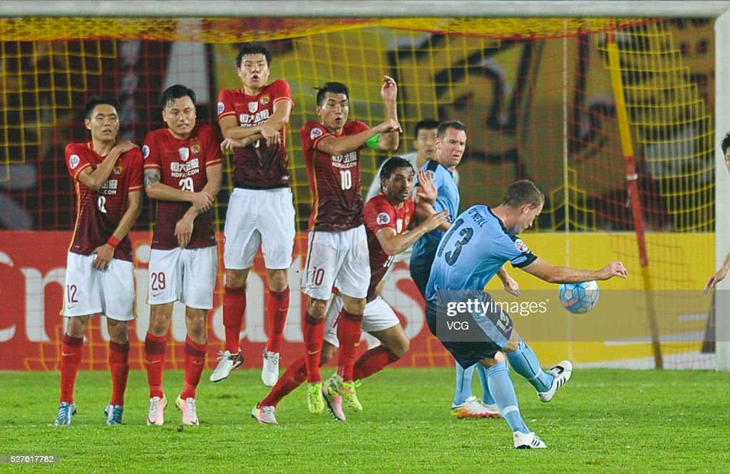 Brandon O'Neill #13 of Sydney FC takes a free kick during the AFC Asian Champions League match between Guangzhou Evergrande FC and Sydney FC at Tianhe Stadium on May 3, 2016 in Guangzhou, China.