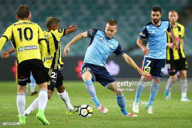 Brandon O'Neill of Sydney in action during the round two ALeague match between Sydney FC and the Wellington Phoenix at Allianz Stadium on October 15...