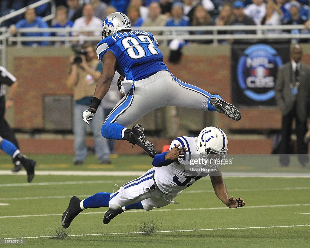 <a gi-track='captionPersonalityLinkClicked' href=/galleries/search?phrase=Brandon+Pettigrew&family=editorial&specificpeople=4061939 ng-click='$event.stopPropagation()'>Brandon Pettigrew</a> #87 of the Detroit Lions leaps over the tackle attempt of Joel Lefeged #35 of the Indianapolis Colts at Ford Field on December 2, 2012 in Detroit, Michigan.