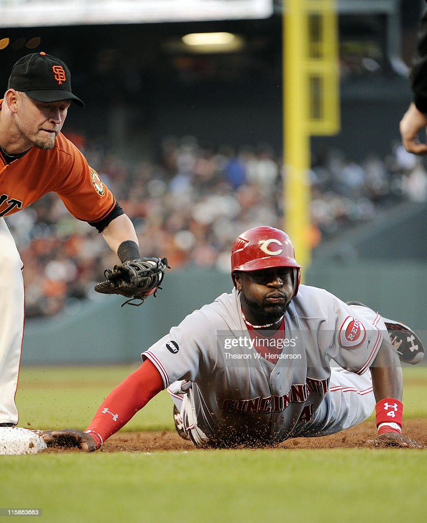 Brandon Phillips #4 of the Cincinnati Reds dives back to first base safe before <a gi-track='captionPersonalityLinkClicked' href=/galleries/search?phrase=Aubrey+Huff&family=editorial&specificpeople=208964 ng-click='$event.stopPropagation()'>Aubrey Huff</a> #17 of the San Francisco Giants can get the tag down during a MLB baseball game June 10, 2011 at AT&T Park in San Francisco, California.