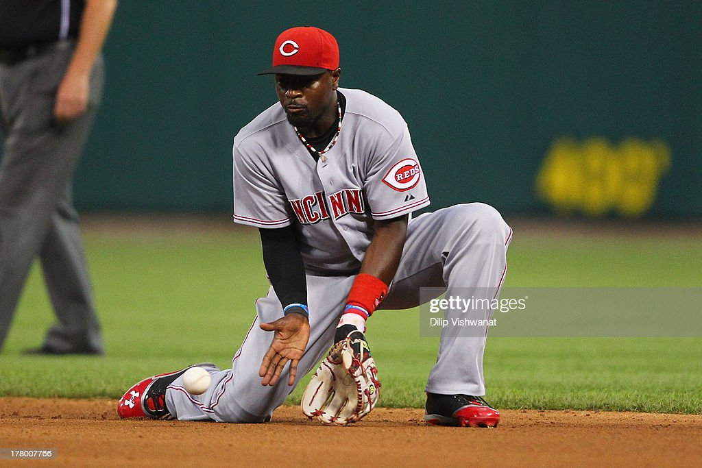 Brandon Phillips #4 of the Cincinnati Reds fields a ground ball against the St. Louis Cardinals in the fifth inning at Busch Stadium on August 26, 2013 in St. Louis, Missouri. The Cardinals beat the Reds 8-6.