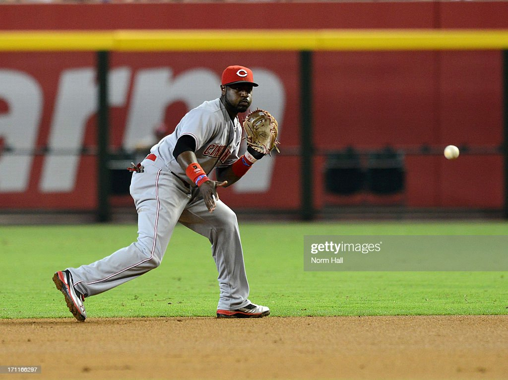 Brandon Phillips #4 of the Cincinnati Reds makes a play on a ground ball against the Arizona Diamondbacks at Chase Field on June 22, 2013 in Phoenix, Arizona.