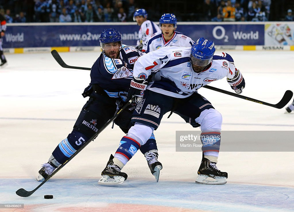 <a gi-track='captionPersonalityLinkClicked' href=/galleries/search?phrase=Brandon+Reid&family=editorial&specificpeople=2109724 ng-click='$event.stopPropagation()'>Brandon Reid</a> (L) of Hamburg battles for the puck with <a gi-track='captionPersonalityLinkClicked' href=/galleries/search?phrase=Shawn+Belle&family=editorial&specificpeople=2235306 ng-click='$event.stopPropagation()'>Shawn Belle</a> (R) of Mannheim during the DEL match between Hamburg Freezers and Adler Mannheim at O2 World on October 5, 2012 in Hamburg, Germany.