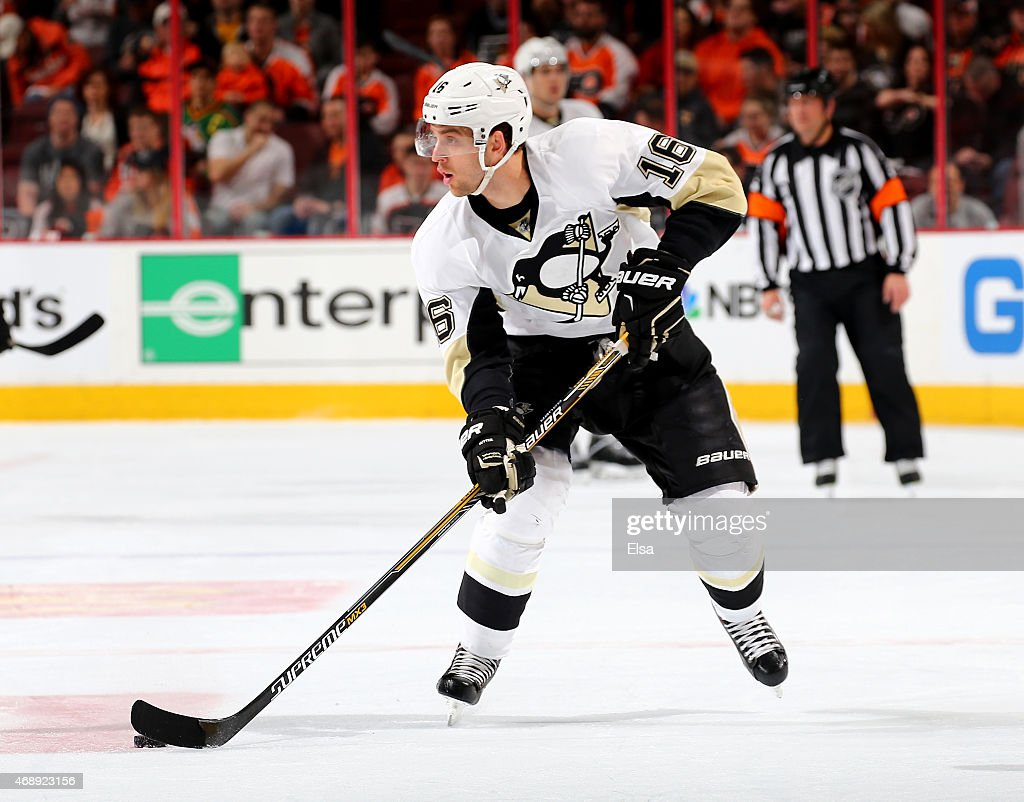 Brandon Sutter of the Pittsburgh Penguins takes the puck in the first period against the Philadelphia Flyers on April 5 2015 at the Wells Fargo...