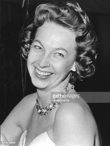 Brandt Rut *Autorin Norwegen2 Ehefrau von Willy Brandt Portrait in Abendgarderobe lacht 1959