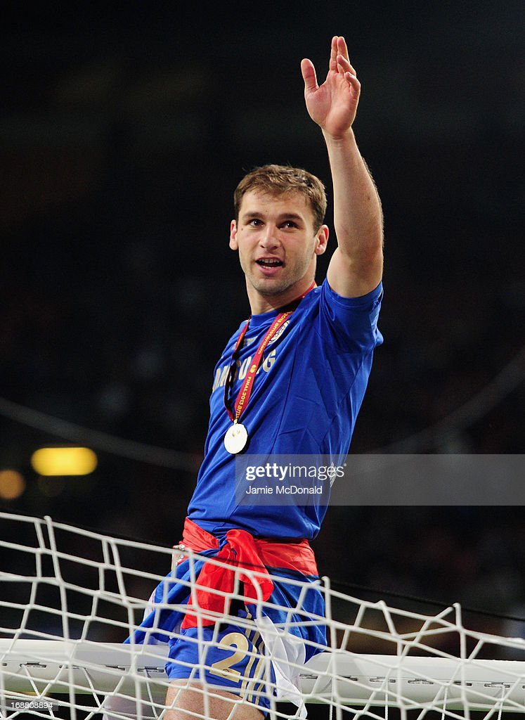 <a gi-track='captionPersonalityLinkClicked' href=/galleries/search?phrase=Branislav+Ivanovic&family=editorial&specificpeople=607152 ng-click='$event.stopPropagation()'>Branislav Ivanovic</a> of Chelsea waves to the Chelsea fans as he sits on the goal cross bar after victory during the UEFA Europa League Final between SL Benfica and Chelsea FC at Amsterdam Arena on May 15, 2013 in Amsterdam, Netherlands.