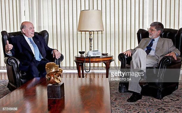 El secretario general de la Organizacion de los Estados Americanos Jose Miguel Insulza y el canciller de Brasil Celso Amorim conversan durante una...