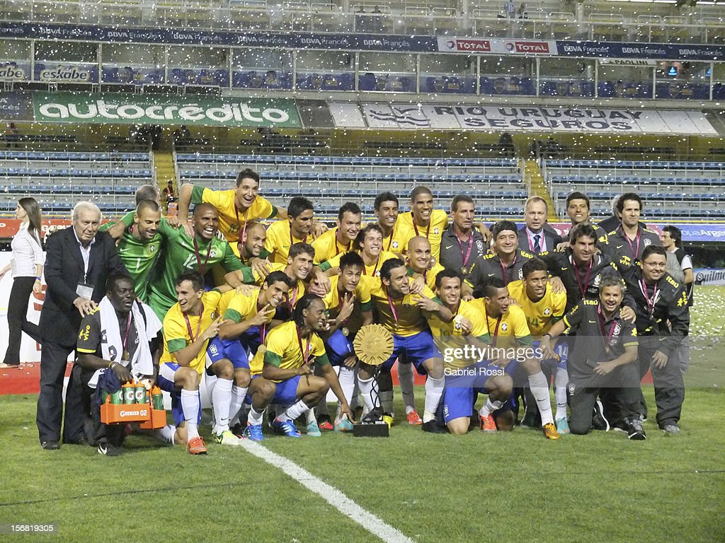 Brasilian team celebrates the trophy with Carlos Paez Vilar— at the end of the Superclasico de Las AmeŽricas (Doctor Nicolas Leoz Cup) between Argentina and Brazil at Bombonera Stadium on November 21, 2012 in Buenos Aires, Argentina.