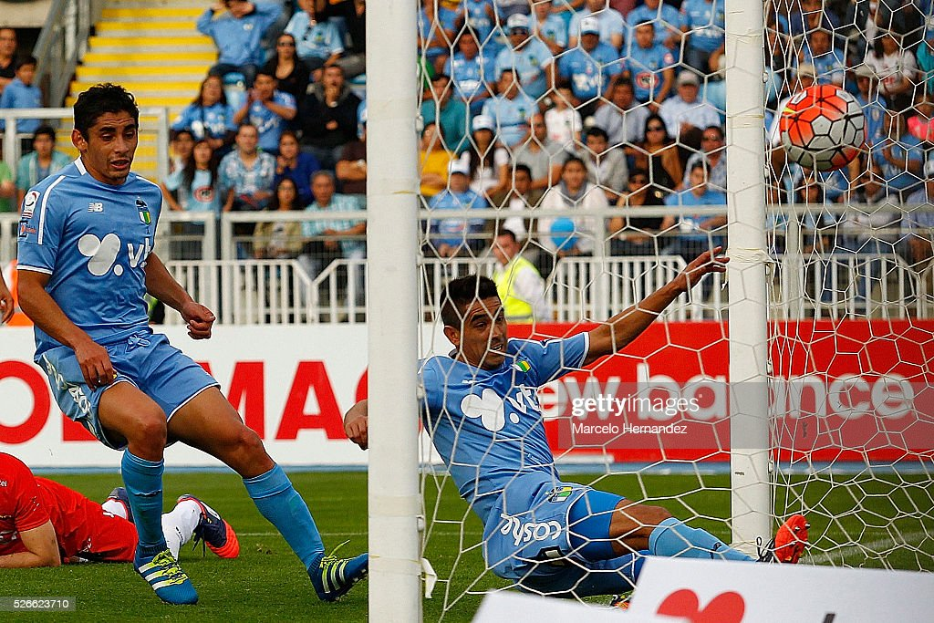 Braulio Leal of O'Higgins scoresthe first goal of his team during a match between O'Higgins and U de Concepcion as part of Torneo Clausura 2016 at El Teniente Stadium on April 30, 2016 in Rancagua, Chile.