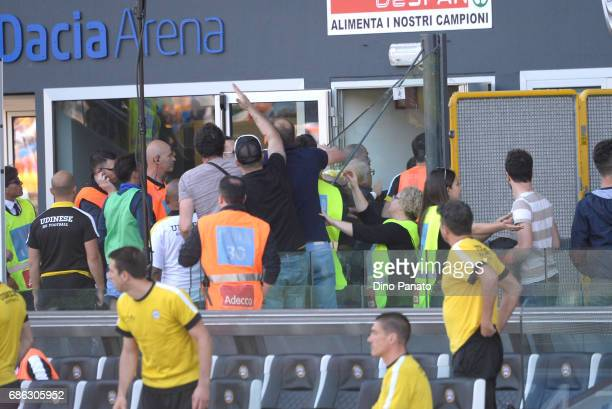 Brawl after the Mmuriel's goal during the Serie A match between Udinese Calcio and UC Sampdoria at Stadio Friuli on May 21 2017 in Udine Italy