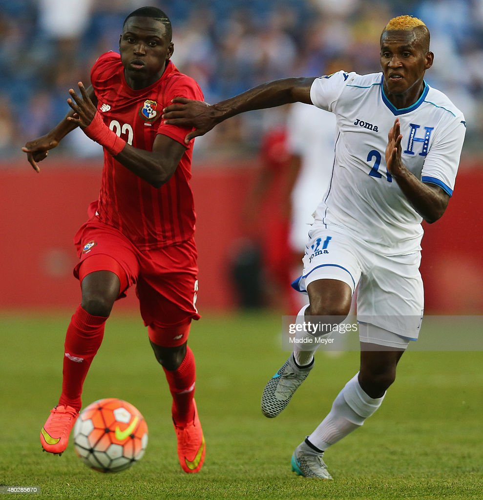 Brayan Beckeles #21 of Honduras defends Abdiel Arroyo #22 of Panama during the 2015 CONCACAF Gold Cup match between Honduras and Panama at Gillette Stadium on July 10, 2015 in Foxboro, Massachusetts.