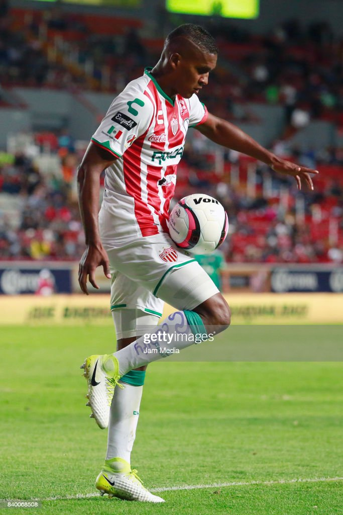 Brayan Beckeles of Necaxa controls the ball during the seventh round match between Necaxa and Atlas as part of the Torneo Apertura 2017 Liga MX at Victoria Stadium on August 26, 2017 in Aguascalientes, Mexico.