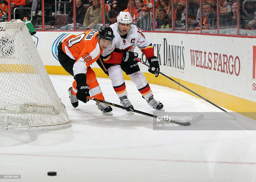 <a gi-track='captionPersonalityLinkClicked' href=/galleries/search?phrase=Brayden+Schenn&family=editorial&specificpeople=4782304 ng-click='$event.stopPropagation()'>Brayden Schenn</a> #10 of the Philadelphia Flyers battles for the puck against <a gi-track='captionPersonalityLinkClicked' href=/galleries/search?phrase=Mark+Giordano&family=editorial&specificpeople=696867 ng-click='$event.stopPropagation()'>Mark Giordano</a> #5 of the Calgary Flames on February 8, 2014 at the Wells Fargo Center in Philadelphia, Pennsylvania.