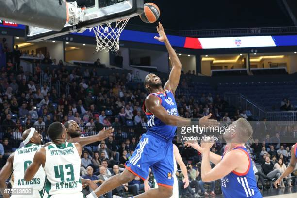 Braynt Dunston of Anadolu Efes in action against Thanasis Antetokounmpo of Panathinaikos during the Turkish Airlines Euroleague match between Anadolu...