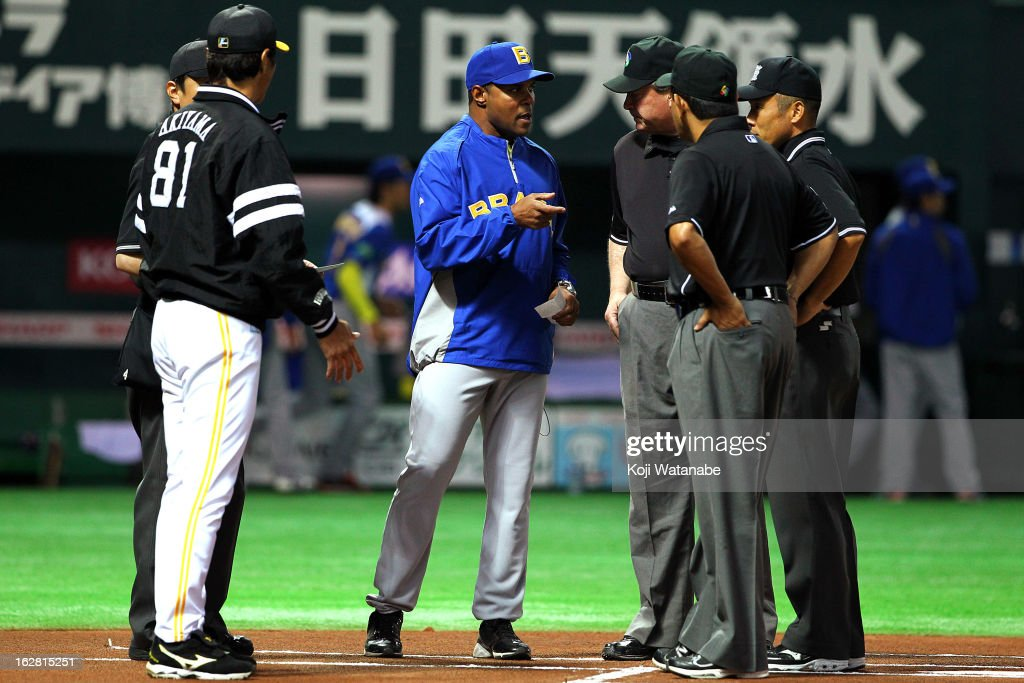 Brazil Head Coach <a gi-track='captionPersonalityLinkClicked' href=/galleries/search?phrase=Barry+Larkin&family=editorial&specificpeople=204522 ng-click='$event.stopPropagation()'>Barry Larkin</a> #11 (C) in action during the friendly game between Fukuoka Softbank Hawks and Brazil at Fukuoka Yafuoku! Dome on February 28, 2013 in Fukuoka, Japan.