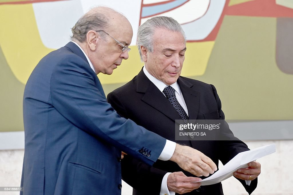 Brazilian acting President Michel Temer (R) and his Foreign Minister Jose Serra attend a ceremony of the presentation of credentials of Ambassadors at Planalto Palace in Brasilia on May 25, 2016. / AFP / EVARISTO SA