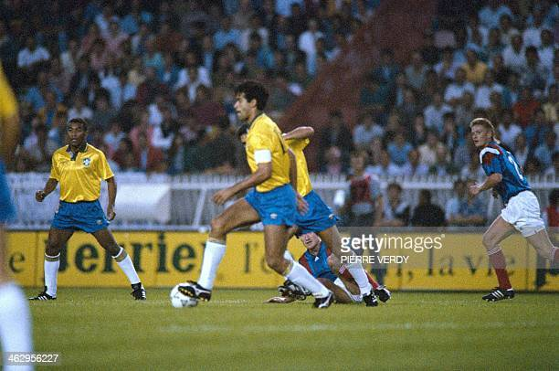 Brazilian and French players fight for the ball during the friendly match France/ Brazil on August 26 1992 at Parc des Princes Paris