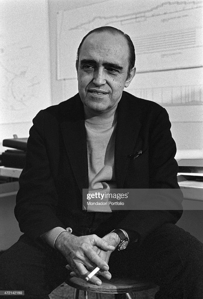 'Brazilian architect <a gi-track='captionPersonalityLinkClicked' href=/galleries/search?phrase=Oscar+Niemeyer&family=editorial&specificpeople=161539 ng-click='$event.stopPropagation()'>Oscar Niemeyer</a> (Oscar Ribeiro de Almeida Niemeyer Soares Filho) posing in his studio with a cigarette in his hand. The Italian publisher Giorgio Mondadori has recently commissioned the architect to build the new headquarters of Gruppo Mondadori. Segrate, 1968 (Photo by Mondadori Portfolio via Getty Images)'