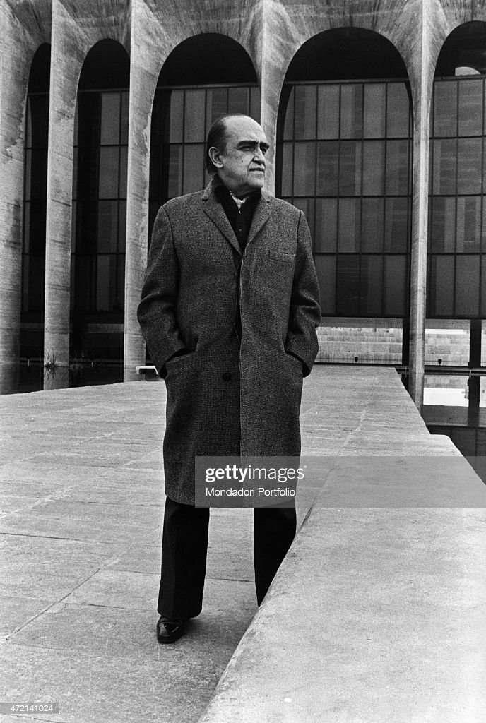 'Brazilian architect Oscar Niemeyer (Oscar Ribeiro de Almeida Niemeyer Soares Filho) posing outside of Palazzo Mondadori. The Italian publisher Giorgio Mondadori has commissioned the architect to build the new headquarters of Gruppo Mondadori. Segrate, 1968 (Photo by Mondadori Portfolio via Getty Images)'