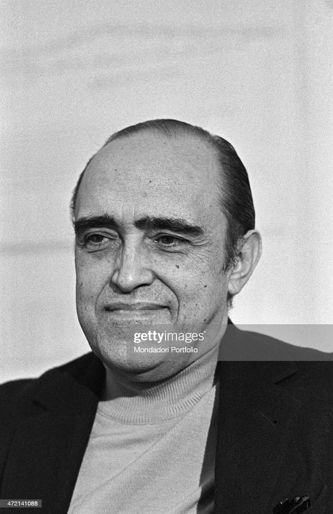 'Brazilian architect <a gi-track='captionPersonalityLinkClicked' href=/galleries/search?phrase=Oscar+Niemeyer&family=editorial&specificpeople=161539 ng-click='$event.stopPropagation()'>Oscar Niemeyer</a> (Oscar Ribeiro de Almeida Niemeyer Soares Filho) posing smiling in his studio. The Italian publisher Giorgio Mondadori has recently commissioned the architect to build the new headquarters of Gruppo Mondadori. Segrate, 1968 (Photo by Mondadori Portfolio via Getty Images)'