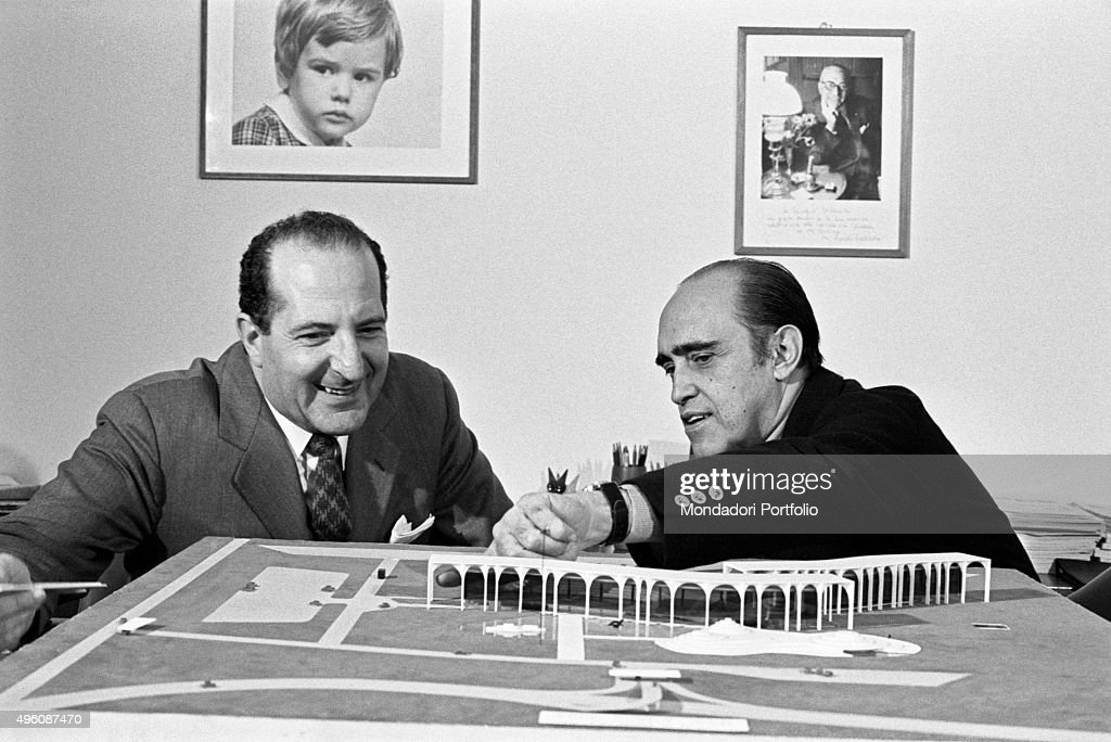 Brazilian architect <a gi-track='captionPersonalityLinkClicked' href=/galleries/search?phrase=Oscar+Niemeyer&family=editorial&specificpeople=161539 ng-click='$event.stopPropagation()'>Oscar Niemeyer</a> (Oscar Ribeiro de Almeida Niemeyer Soares Filho) showing to another man the Palazzo Mondadori scale model. The Italian publisher Giorgio Mondadori has recently commissioned the architect to build the new headquarters of Gruppo Mondadori. Segrate, 1968