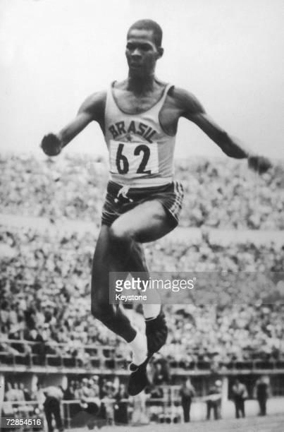 Brazilian athlete Adhemar Ferreira da Silva sets a new world record of 1622 metres in the triple jump at the Helsinki Olympics 24th July 1952