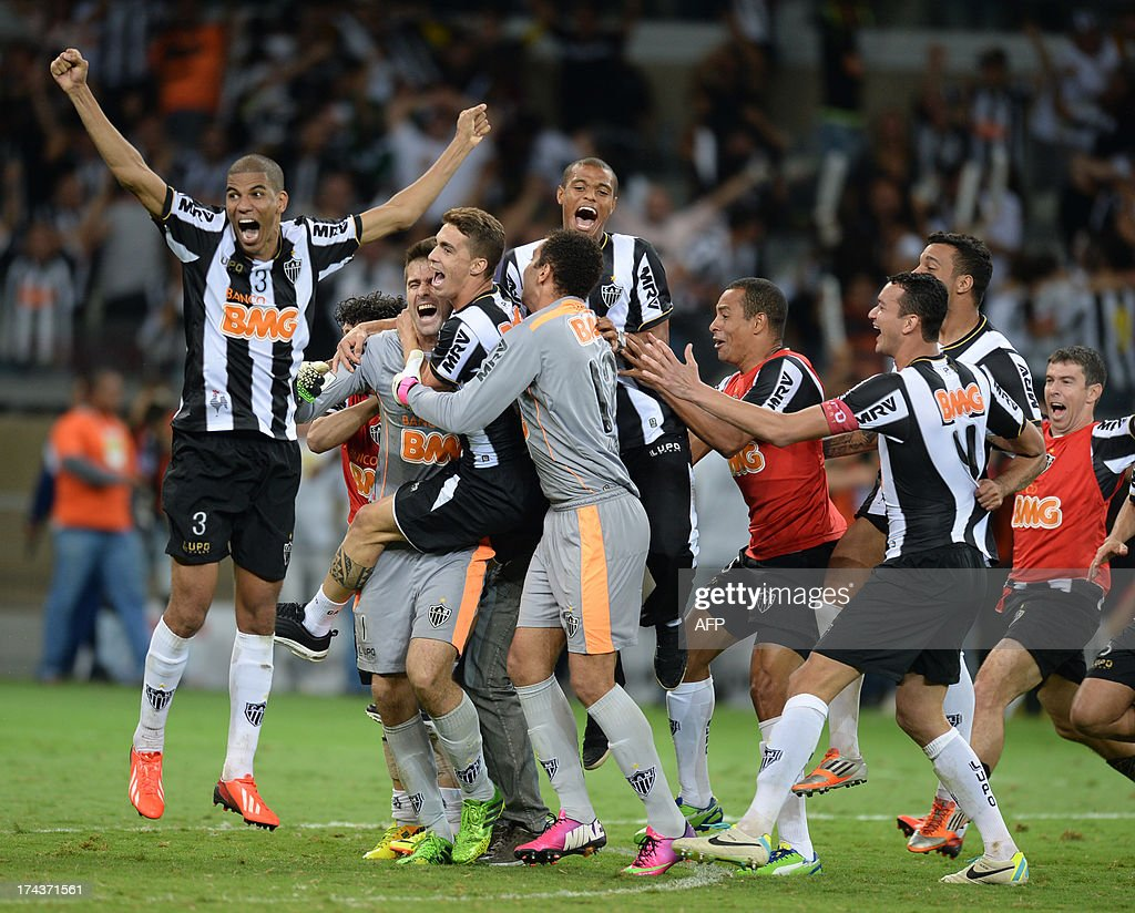 Brazilian Atletico Mineiro's players celebrate after winning their Libertadores Cup second leg final football match against Paraguayan Olimpia in a penalty shoot-out at the Mineirao stadium in Belo Horizonte, Brazil on July 24, 2013. AFP PHOTO / VANDERLEI ALMEIDA