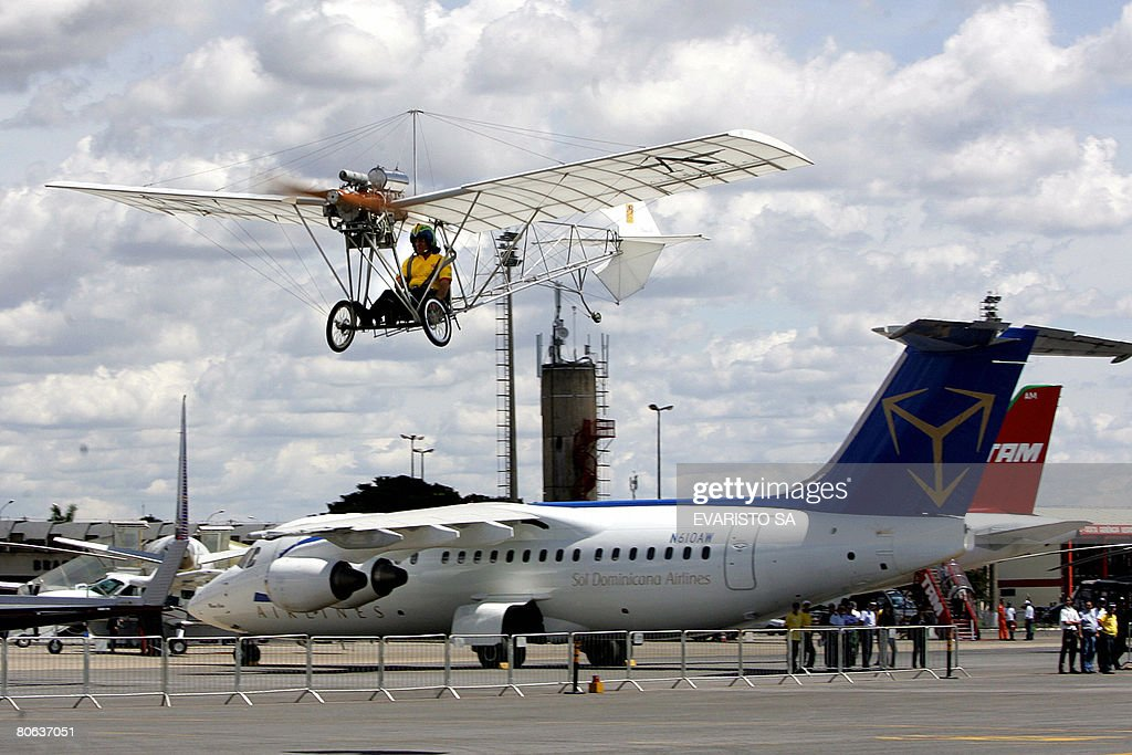 Brazilian businessman Fernando Botelho flies on a replica of the Demoiselle during the first exhibition of the Civil Aviation Agency of Brazil on April 11, 2008 in Brasilia. The original Demoiselle was designed by Brazilian Alberto Santos Dumont in 1907. AFP PHOTO / Evaristo SA