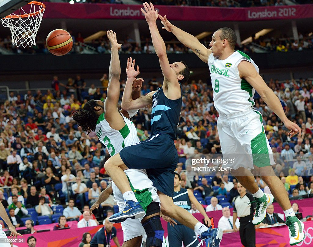 Brazilian centre Nene Hilario (L) and guard Alex Garcia (R) challenge Argentinian guard Emanuel Ginobili during their London 2012 Olympic Games men's quarterfinal basketball match in London on August 8, 2012. AFP PHOTO /TIMOTHY A. CLARY