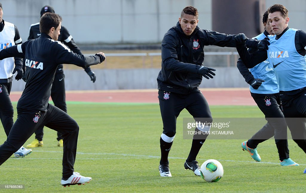 Brazilian club team Corinthians forward Paolo Guerrero (C) fights for the ball during the team's training session in Kariya, Aichi prefecture on December 8, 2012 while participating in the FIFA Club World Cup in Japan 2012. The ninth edition of the FIFA Club World Cup football tournament is taking place from December 6 to 16.